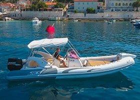 Rent a boat in Hvar Sacs 780s
